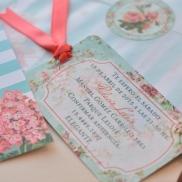muestra tarjeta con cinta
